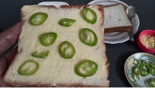 Chilli toast -spread green chilli